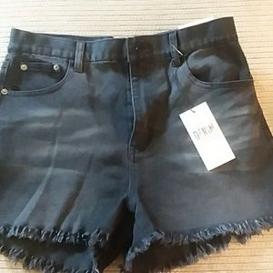 Pants - NWT SHORTS NORDSTOMS PRICE FIRM WOW SALE